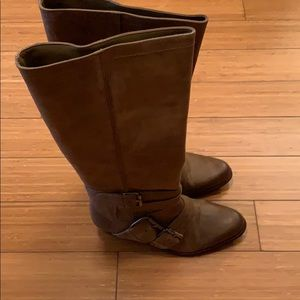 Brown leather boots size 8 Med.